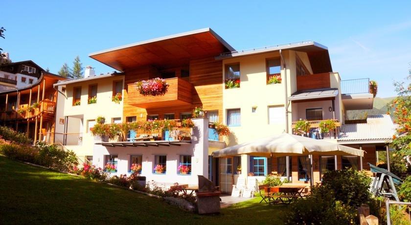 Hotel Garnì Enrosadira - Esterno struttura