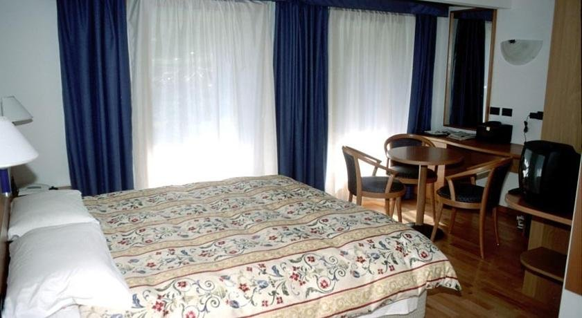 Hotel Garnì Enrosadira - Una camera