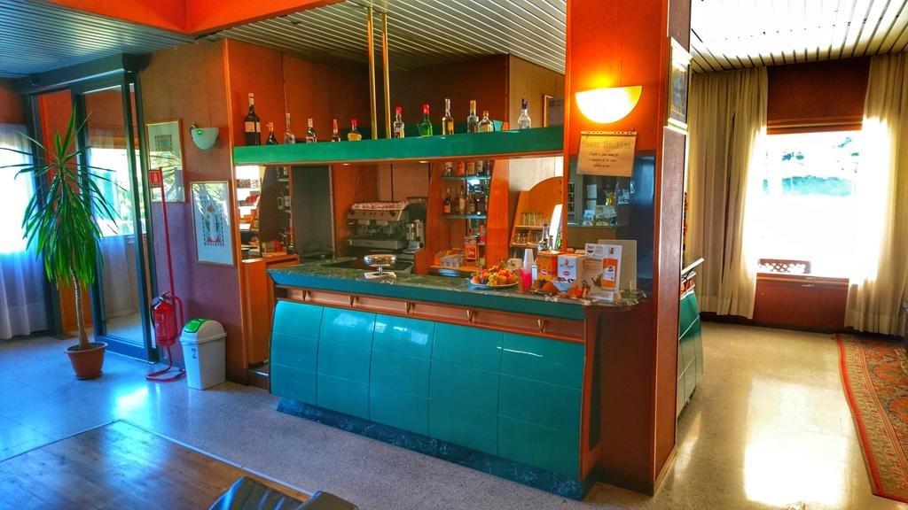 Hotel Holidays - Bar