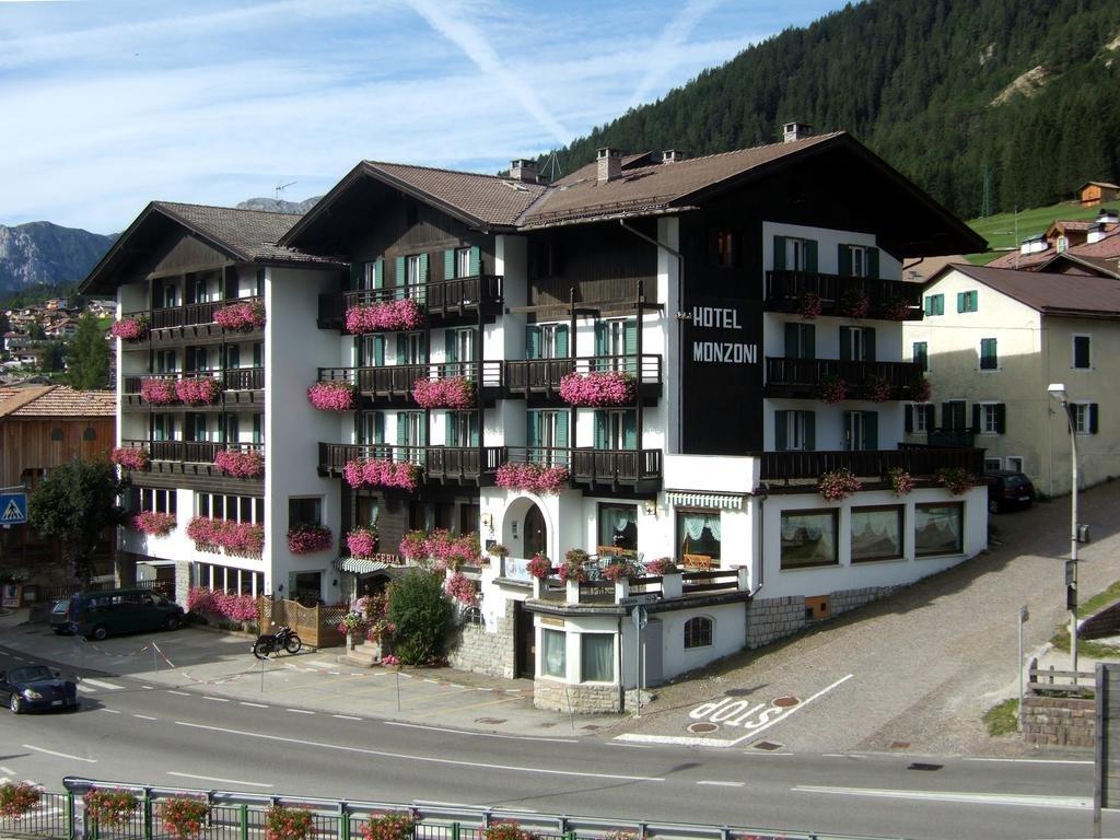 Hotel Monzoni (blu) Pozza di Fassa