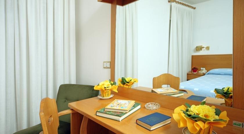 Hotel Pinzolo Dolomiti - Una camera