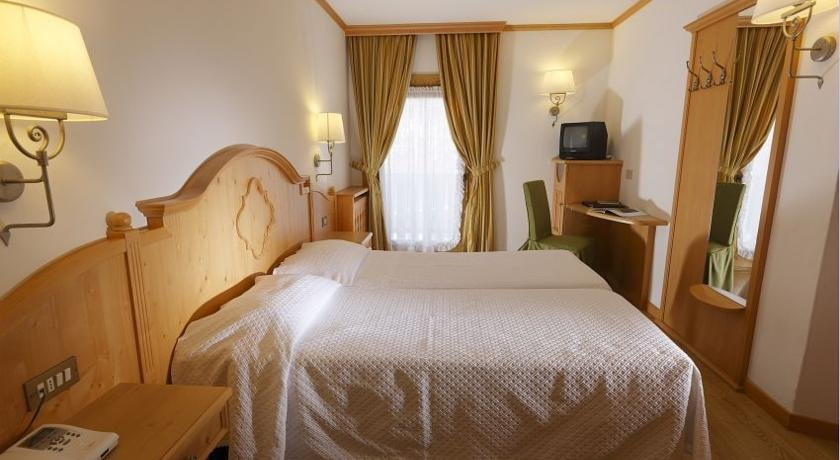 Hotel royal cortina d 39 ampezzo offerte albergo royal for Hotel meuble royal cortina