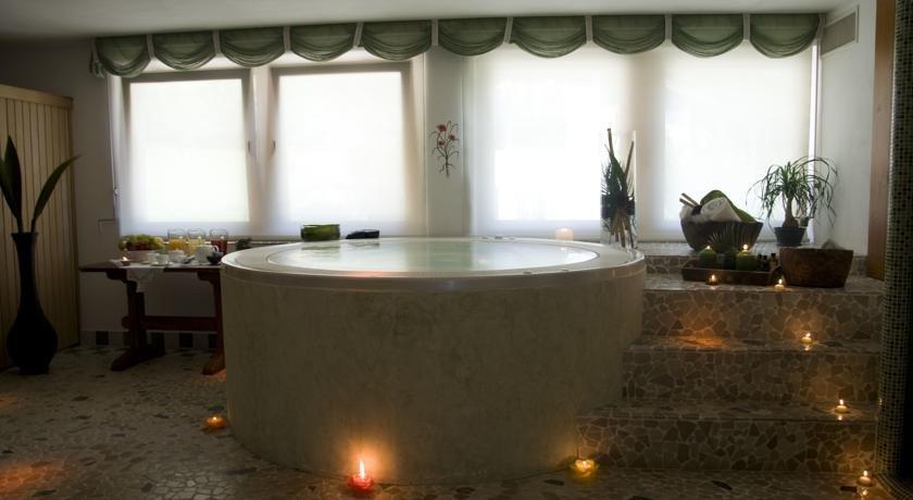 Hotel Sasso Rosso - Vasca idromassaggio