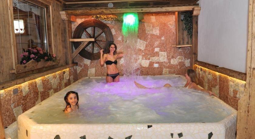 Wellness Hotel Dolomia - Piscina coperta