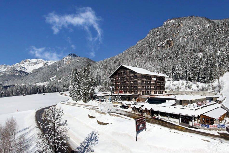 Sport Hotel & Il Caminetto (blu) Canazei
